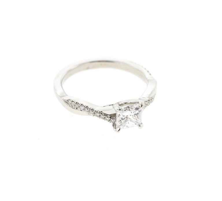 Twisted Princess Cut Diamond Ring '1 Carat, Certified' with Diamond Pave In New Condition For Sale In Los Angeles, CA