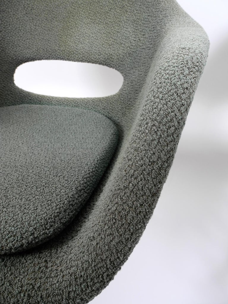 Two Lounge Chairs Miroslav Navratil with Fiberglass Shell and Original Cover For Sale 14