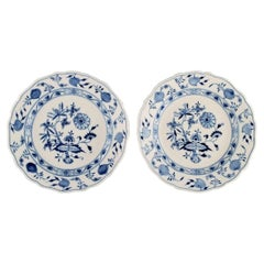 """Two Antique Meissen """"Blue Onion"""" Dinner Plates in Hand-Painted Porcelain"""