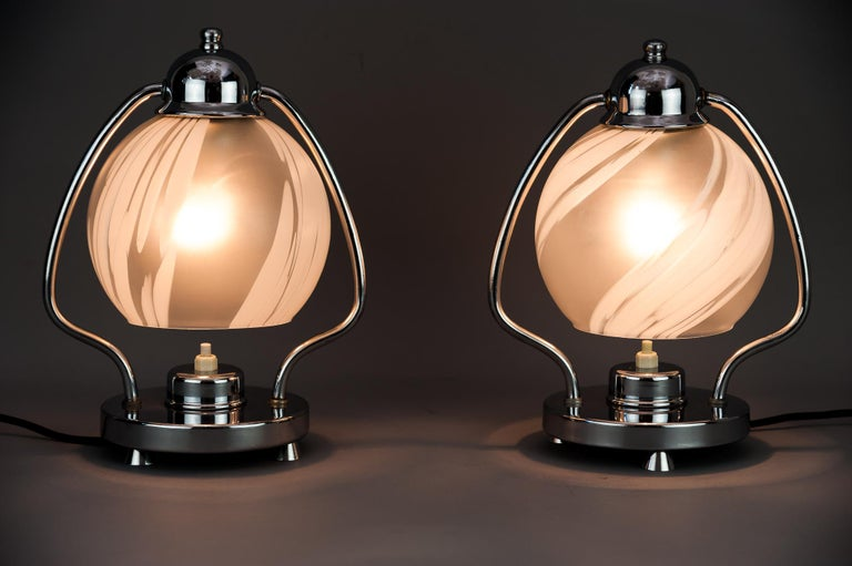 Two Art Deco Chrome Table Lamps 1920s with Original Glass Shades In Good Condition For Sale In Wien, AT