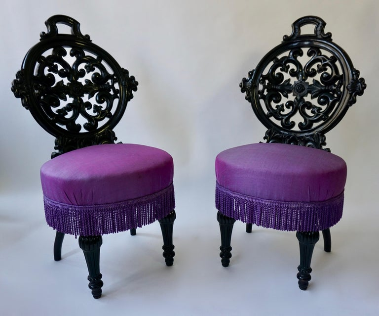 Two Black Mid-Victorian Rococo Revival Side Chairs with Upholstery In Good Condition For Sale In Antwerp, BE