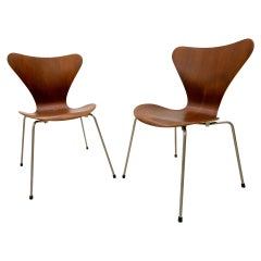 Two Butterfly Chairs Model 3107 Arne Jacobsen