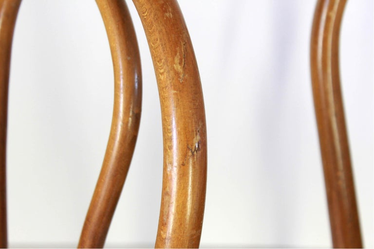 Two Early 20th Century Thonet Style curved Wood Chairs For Sale 6