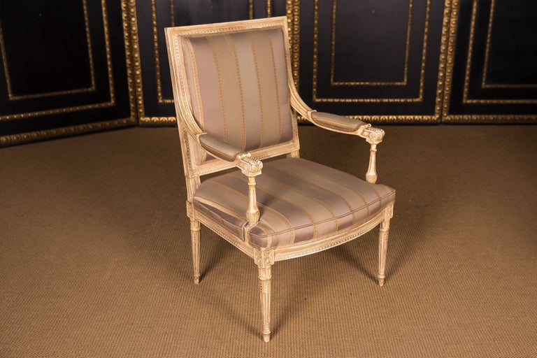 Two Elegant French Armchairs in the Louis Seize Style In Good Condition For Sale In Berlin, DE