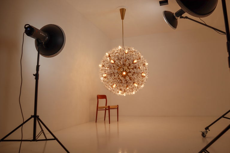 Extreme Large Mid-Century Solid Brass Chandelier with 500 X Handblown Glass For Sale 3