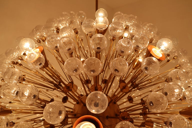 Extreme Large Mid-Century Solid Brass Chandelier with 500 X Handblown Glass For Sale 4