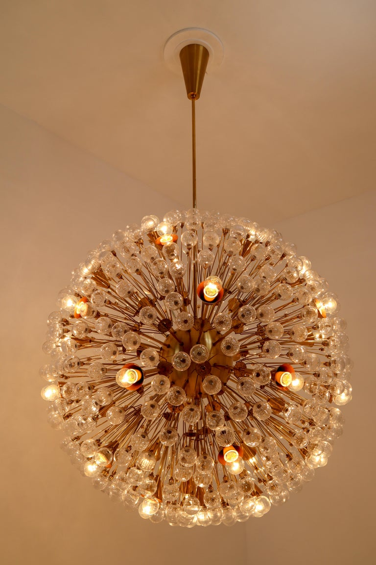 Extreme Large Mid-Century Solid Brass Chandelier with 500 X Handblown Glass For Sale 6