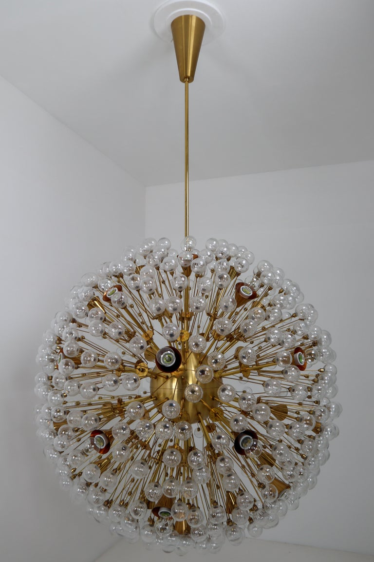 Extreme Large Mid-Century Solid Brass Chandelier with 500 X Handblown Glass For Sale 1