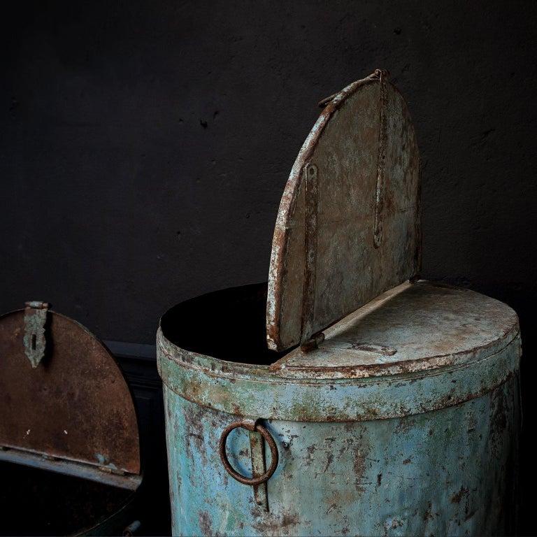 Two Large Vintage Metal Barrels In Excellent Condition For Sale In Haarlem, NL