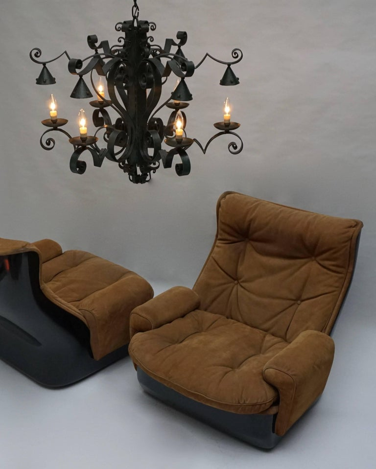 Two Lounge Chairs by Airborne International, circa 1970s For Sale 1