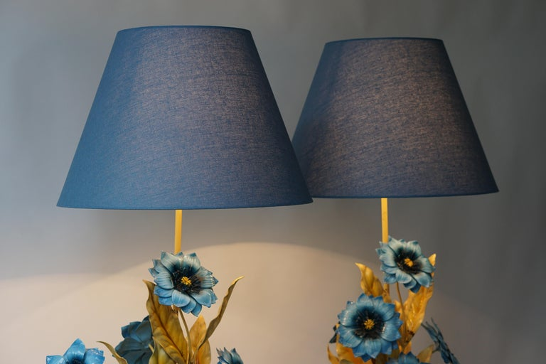 Two Metal Painted Flower Table Lamps In Good Condition For Sale In Antwerp, BE