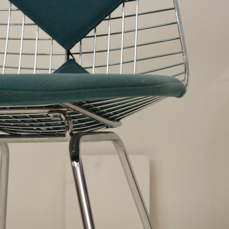 Two Midcentury DKX-2 Wire Bikini Shell Chairs X-Bases by Eames Herman Miller For Sale 2