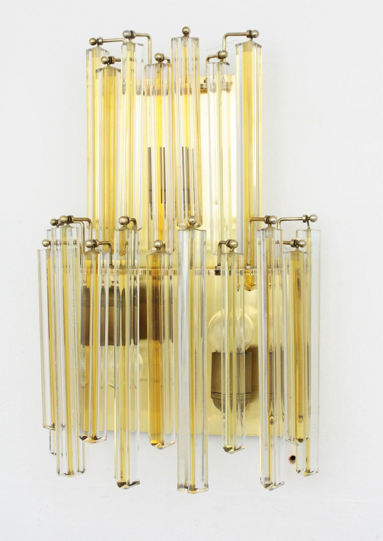 Polished Venini Murano Triedri Wall Lights in Clear and Yellow Glass, Set of Two For Sale
