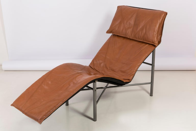 Two Midcentury Danish Modern Leather Chaise Lounge Chairs, Tord Björklund, 1980 For Sale 4