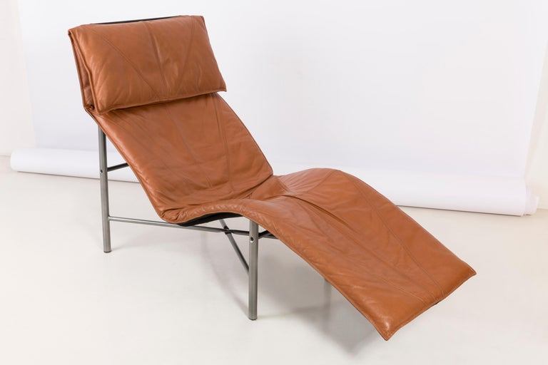 Swedish Two Midcentury Danish Modern Leather Chaise Lounge Chairs, Tord Björklund, 1980 For Sale