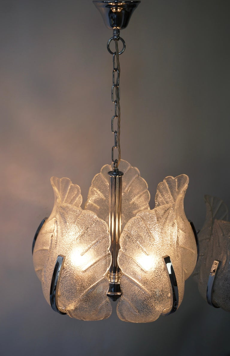 Two Murano Glass and Chrome Pendant Lights In Good Condition For Sale In Antwerp, BE