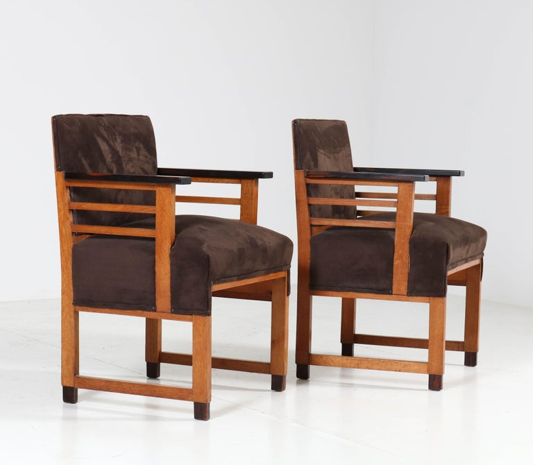 Two Oak Art Deco Haagse School Armchairs by t Woonhuys, Amsterdam, 1920s In Good Condition For Sale In Amsterdam, NL