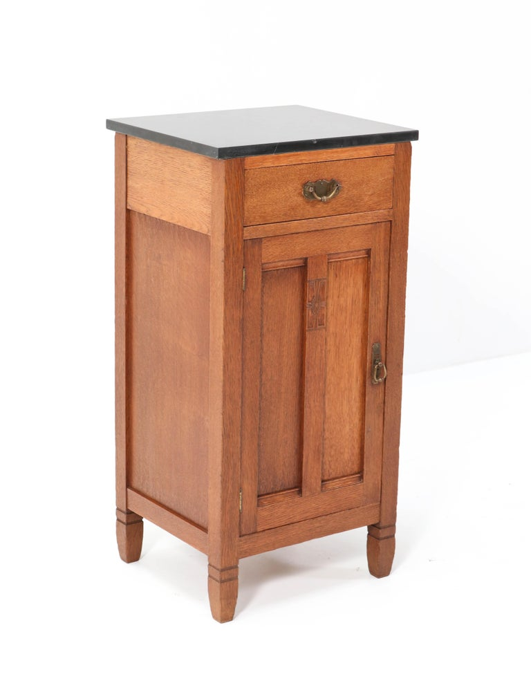 Two Oak Arts & Crafts Art Nouveau Nightstands by H. Pander & Zonen, 1900s In Good Condition In Amsterdam, NL