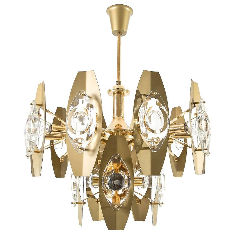 One of two large and beautiful Italian chandeliers designed by Oscar Torlasco in 1968, Italy, manufactured in midcentury, circa 1970 (late 1960s or early 1970s). The chandelier is made of a polished brass frame and it has 15-arms with sockets for