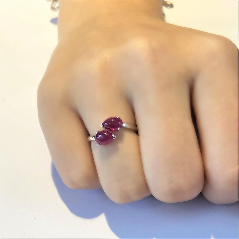 Two Pear Shape Cabochon Ruby Facing Gold Cocktail Ring In New Condition For Sale In New York, NY