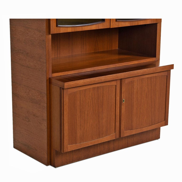 Two-Piece German Modern Teak Display China Hutch Cabinet by Bartels Möbelstück For Sale 1