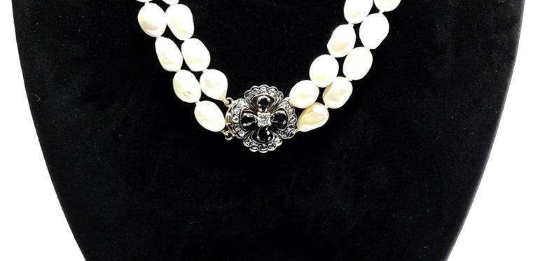 Two Rounds of Pearls Pendant in Gold Blue Sapphire and Central Diamond Necklaces In Excellent Condition For Sale In Bosco Marengo, IT