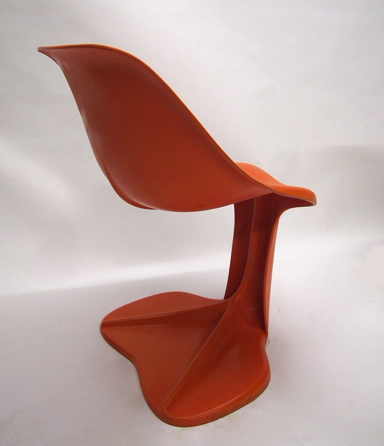 Two Sculptural Fiberglass Chairs by Jean Dudon, France, 1970 For Sale 2