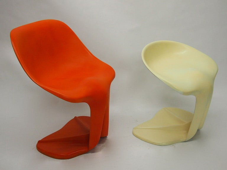 Two Sculptural Fiberglass Chairs by Jean Dudon, France, 1970 For Sale 3