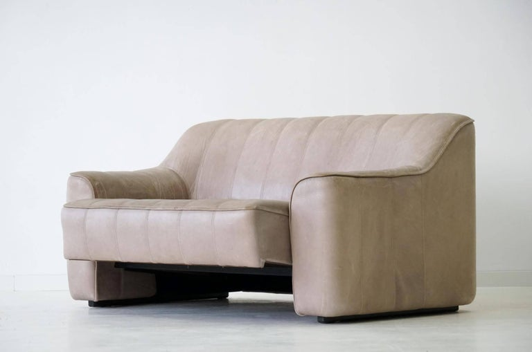 Mid-Century Modern Two-Seat Ds 44 Sofa by De Sede Neck Leather Extendable Seat For Sale