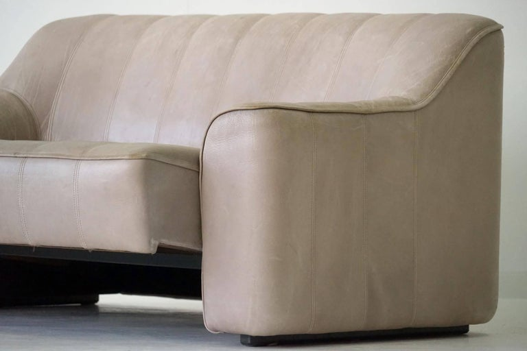 Swiss Two-Seat Ds 44 Sofa by De Sede Neck Leather Extendable Seat For Sale