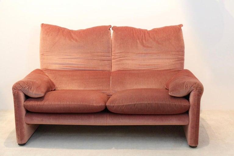 Two seat maralunga sofa by vico magistretti for cassina for Cassina italy