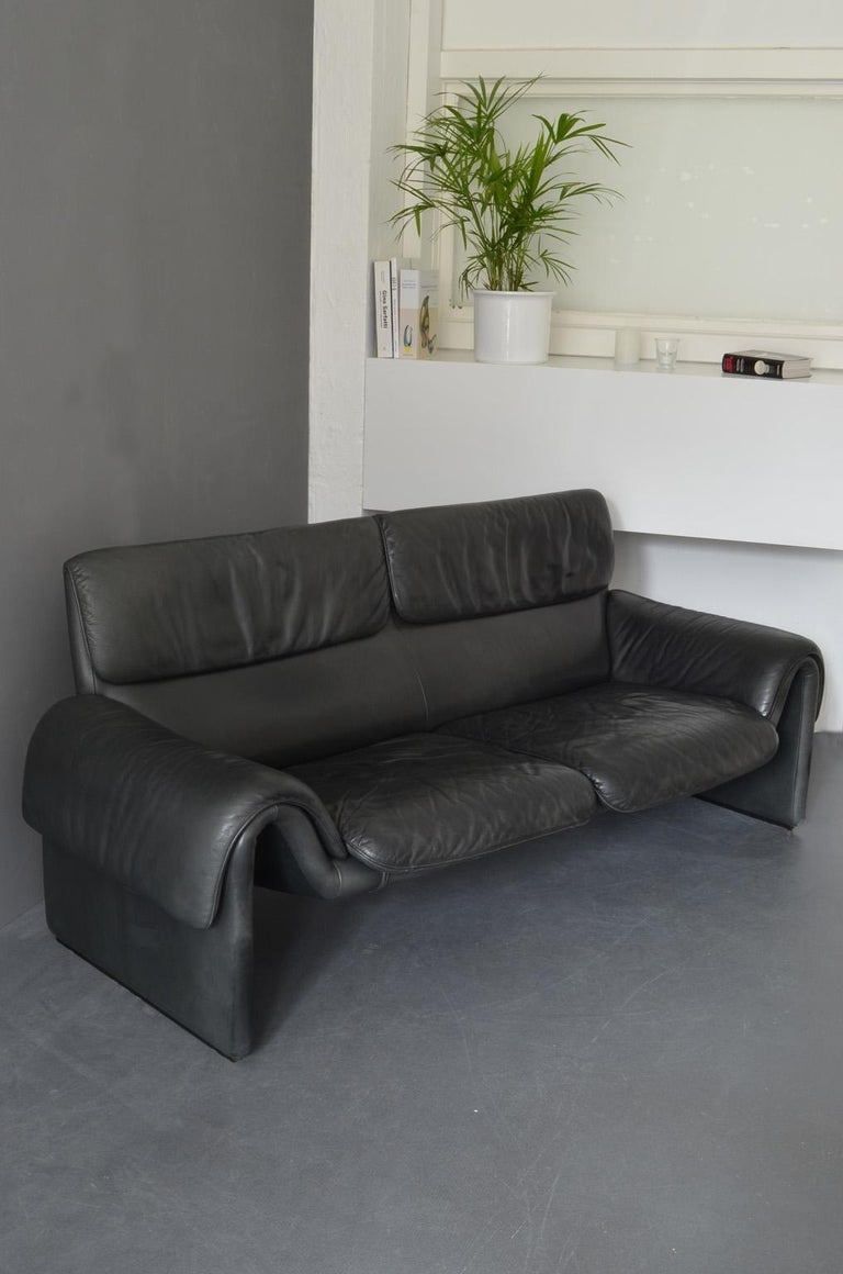 """Swiss Two-Seat Sofa """"DS-2011"""" by De Sede Factory Design, Switzerland, 1960s For Sale"""