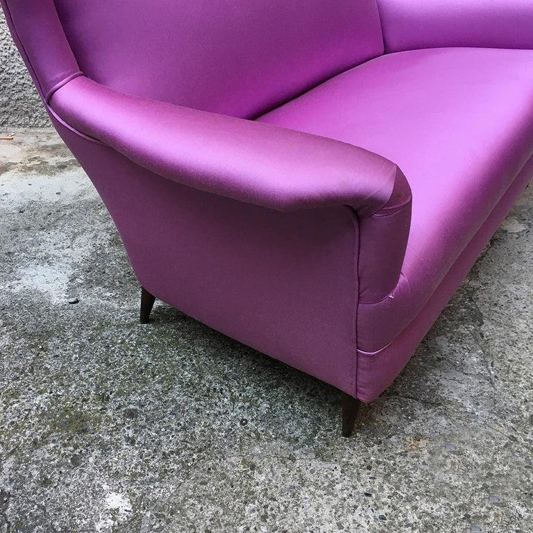 Italian two-seat pink silk sofa with armrests, 1950s For Sale 5