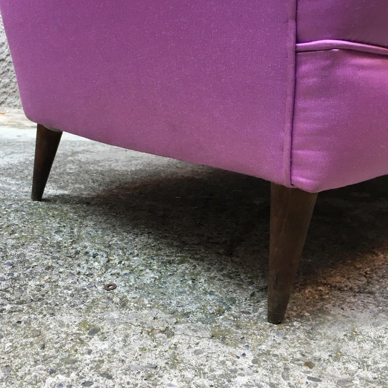 Italian two-seat pink silk sofa with armrests, 1950s For Sale 6