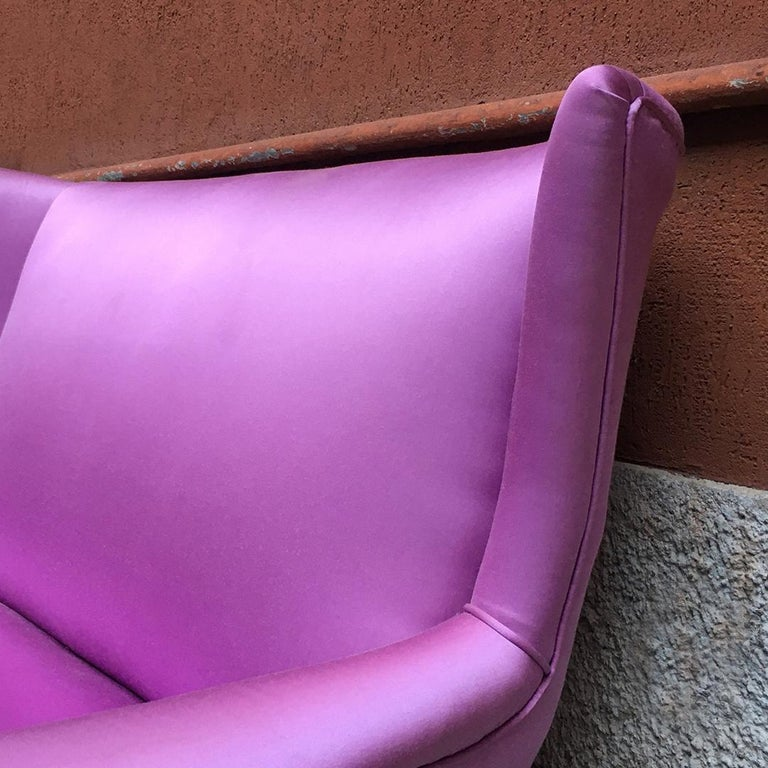 Italian two-seat pink silk sofa with armrests, 1950s For Sale 2