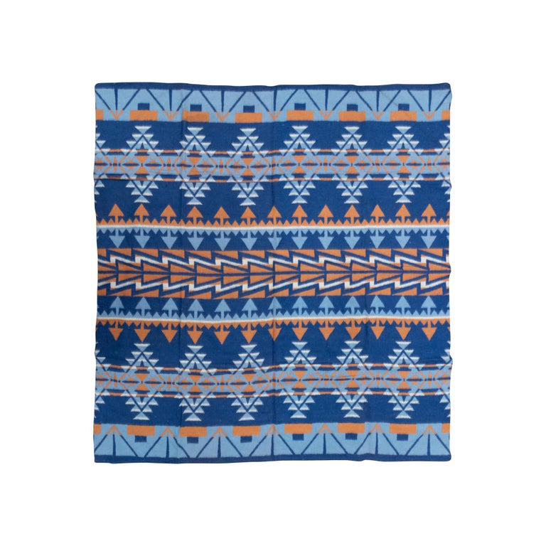 Two-Sided Cotton Beacon Blanket, circa 1920 In Good Condition For Sale In Coeur d'Alene, ID