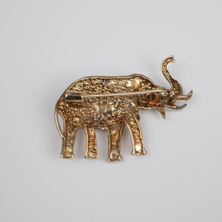 Two-Tone Diamond Ruby Elephant Brooch UK Hallmarks, circa 1980s In Good Condition For Sale In Preston, Lancashire