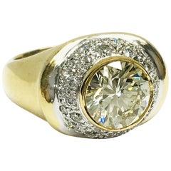 Zweifarbiger 18 Karat Gold und VS1 2,24 Karat G.I.A zertifizierter Kuppel-Diamantring