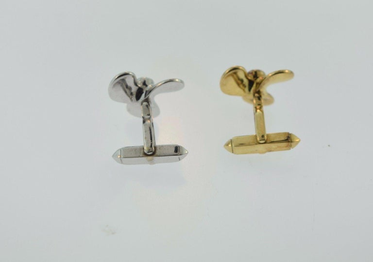 Two-Tone Propeller Yellow and White Gold 18 Karat, Blue and Red Enamel Cufflinks For Sale 1