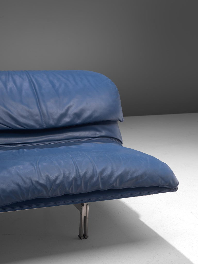 Two 'Wave' Sofas in Sapphire Blue Leather by Giovanni Offredi For Sale 3