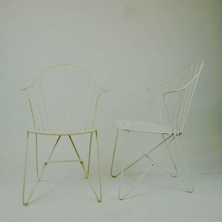 Two white Austrian Midcentury Wire Sonett Astoria Chairs In Good Condition For Sale In Vienna, AT