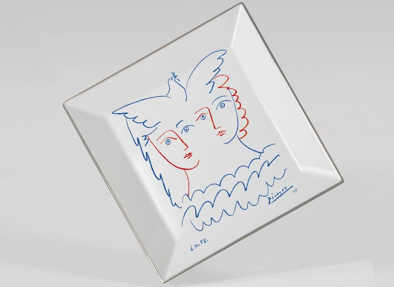 Two Women with Dove Plate by Pablo Picasso In Excellent Condition For Sale In Jersey City, NJ