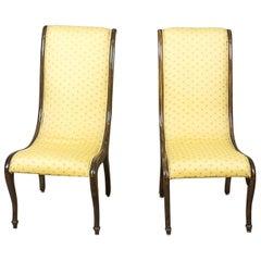 Zwei gelbe Schwan Sessel