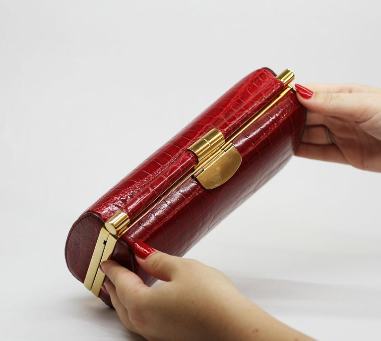 TYLER ELLIS Anjuli Clutch Large Red Nile Crocodile Gold Hardware In New Condition For Sale In Los Angeles, CA