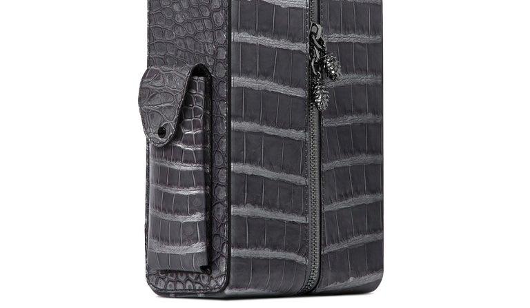 TYLER ELLIS David Wine Bag Grey Metallic Alligator Gunmetal Hardware In New Condition For Sale In Los Angeles, CA