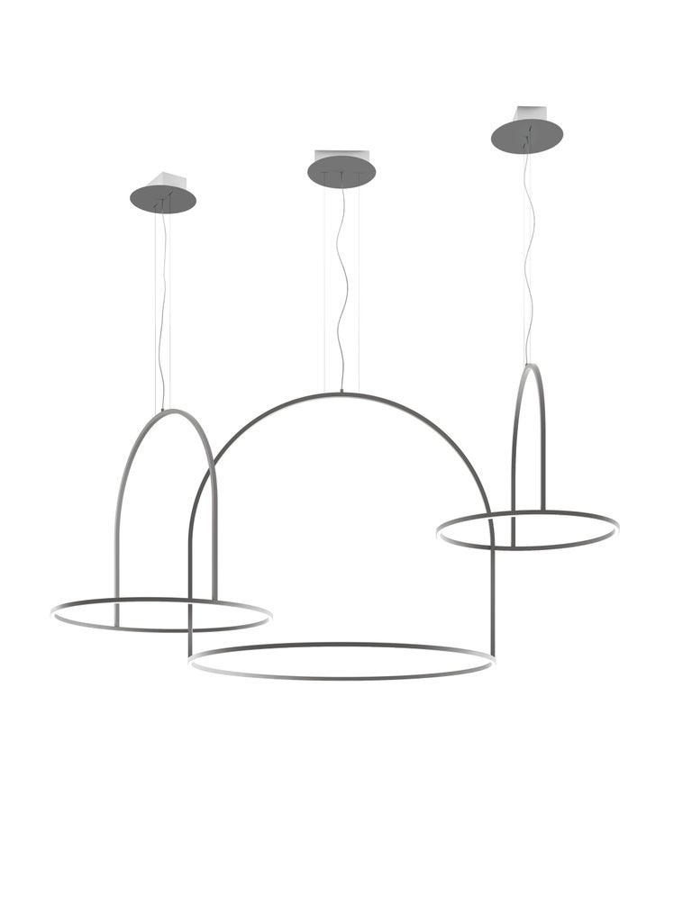 Iconic and high performing, the U-Light collection by Timo Ripatti is a graphic sculpture of circular aluminum elements, minimal and light, that decorate ceilings and walls. Representative of a craftsmanship and cutting-edge technology, all models