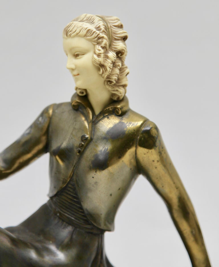 Ugo Cipriani Art Deco Statuette, Woman with Birds of Paradise, Signed Menneville In Good Condition For Sale In Verviers, BE