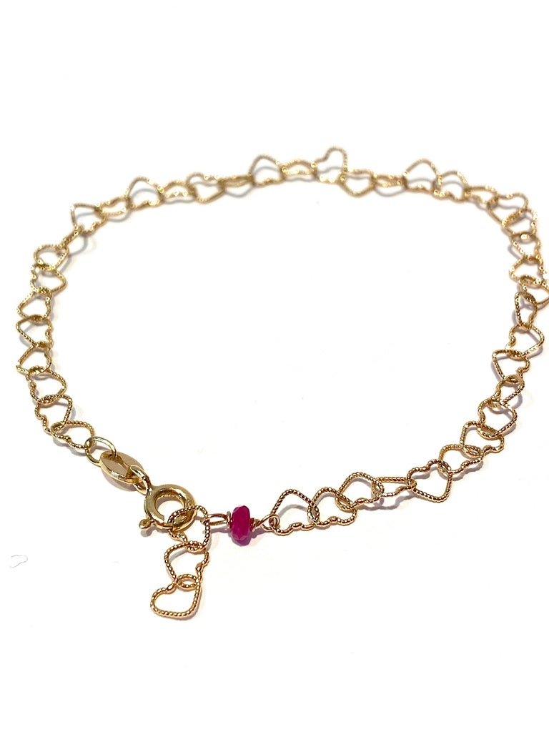 Oval Cut Romantic Style 18 Karat Yellow Gold 0.32 Karat Red Ruby