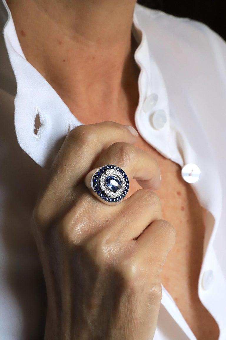 18 Karat White Gold 3.20 Karat Sapphires 0.30 Karat White Diamonds Ring In New Condition For Sale In Rome, IT