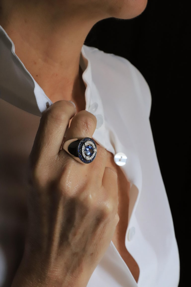 Women's 18 Karat White Gold 3.20 Karat Sapphires 0.30 Karat White Diamonds Ring For Sale